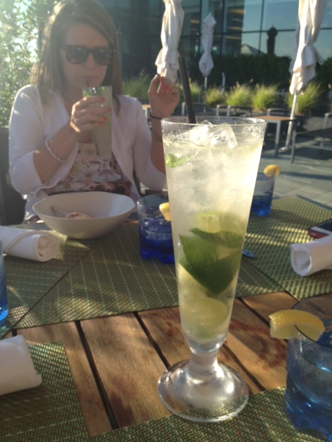 Amazing mojitos and Nicole in the background :)